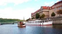 Barcos no rio Vltava, Praga