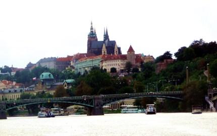 Praga visto do rio Vltava.jpg