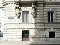 Edifício com detalhe art-déco em Viena