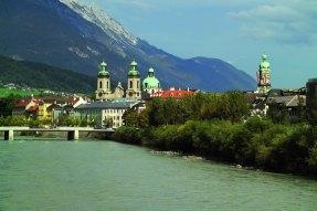 Innsbruck. Paisagem junto ao Rio rio Inn,
