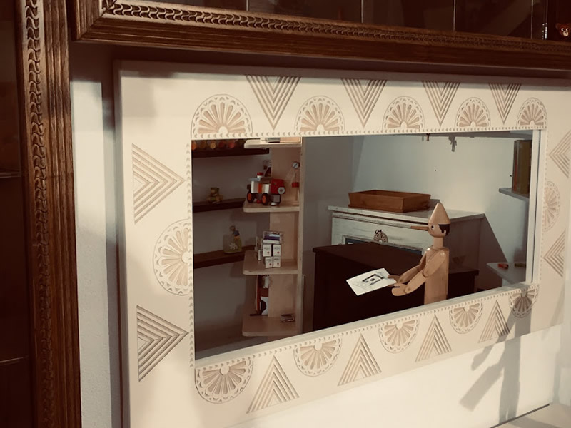 Sole – Mirror With Lacquered Sardinian Art Frame