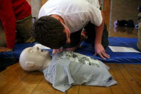 Student listens to see if the injured person is breathing or not. Photo by Clara Lewis