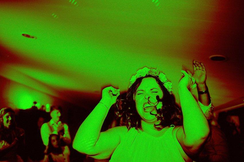 wedding-bride-dancing-green-monochrome-fun-party
