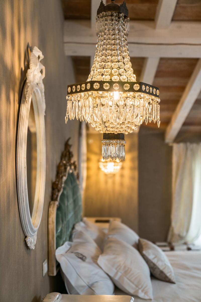 Lampadario in stile impero della Suite Elisabeth della Regia Rosetta Royal Rooms