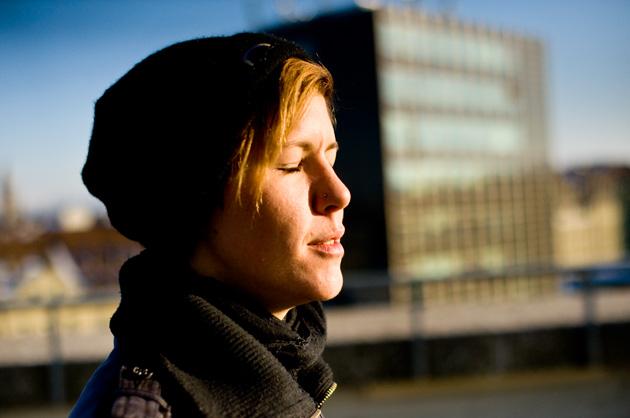 Portrait-Fotografie – die Sonne auf der Berner Schanze geniessen