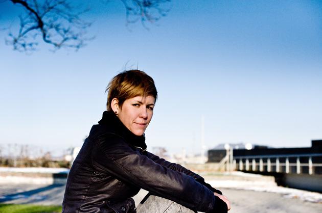 Portrait-Fotografie – Vero auf der Parkbank