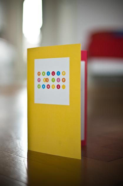 Vorderseite der Hochzeitskarte mit den Kreisen und auf gelb