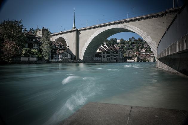 Langzeitbelichtung von der Berner Nydeggbrücke vom Bärenpark aus fotografiert