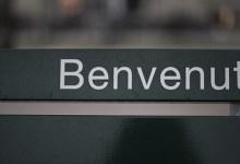 Lehne mit Anschrift «Benvenuto» eines Sitzbankes in Luzern am See