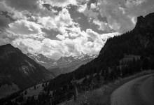 Fotografie – Kiental, Beitragsbild mit dem Bergpanorame von Ramslauenen aus betrachtet.