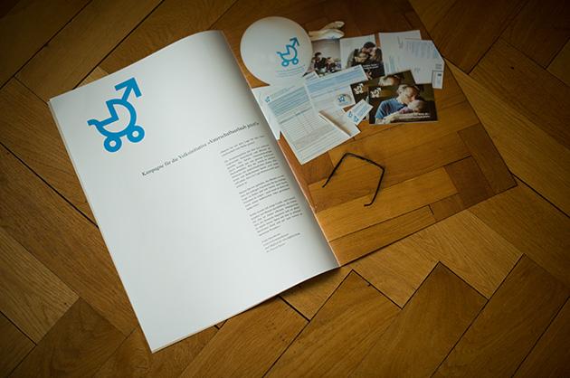 Broschüre manuele; Doppelseite zur Initiative für den Vaterschaftsurlaub