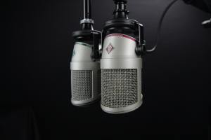 microphone condenser with black background and mic holder