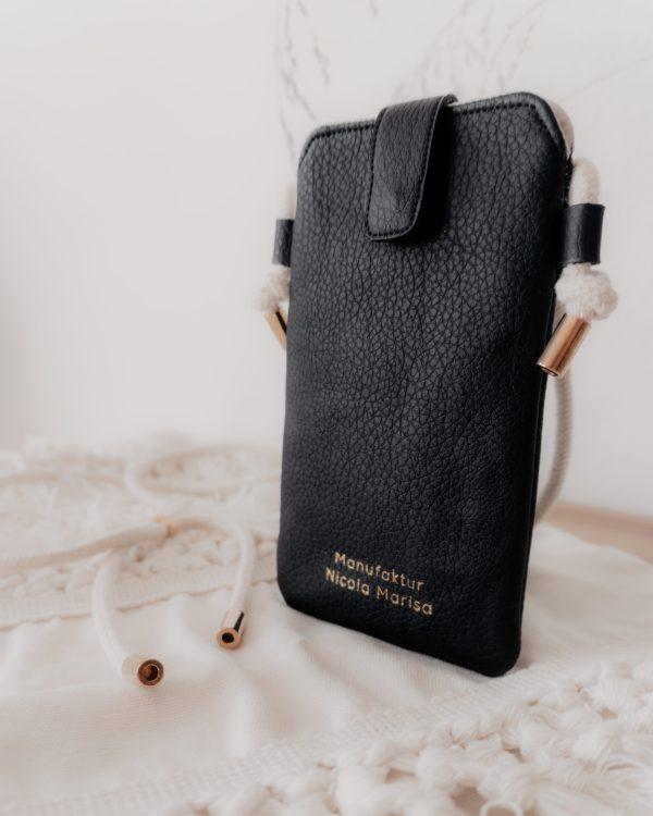 nachhaltige Handytasche Handykette Black Schwarz gold Vegan Kunstleder Iphone X 11 Pro 10 Handmade Manufaktur Nicola Marisa (2)