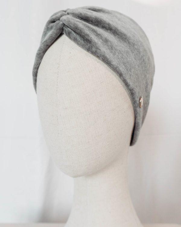 Nachhaltiges Stirnband RUFFLE Berry Biobaumwolle handgefertigt in Deutschland Nicki Hellgrau 9 scaled <ul> <li>Handgefertigt in Deutschland</li> <li>100% Baumwolle (Bio)</li> <li>vegan</li> </ul>