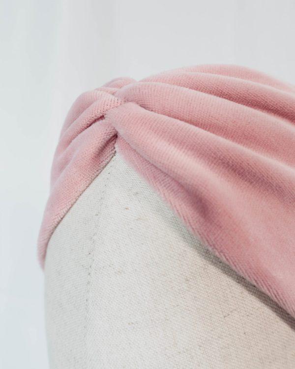 Nachhaltiges Stirnband RUFFLE LIGHT ROSE Biobaumwolle handgefertigt in Deutschland Nicky Rosa 5 scaled <ul> <li>Handgefertigt in Deutschland</li> <li>100% Baumwolle (Bio)</li> <li>vegan</li> </ul>