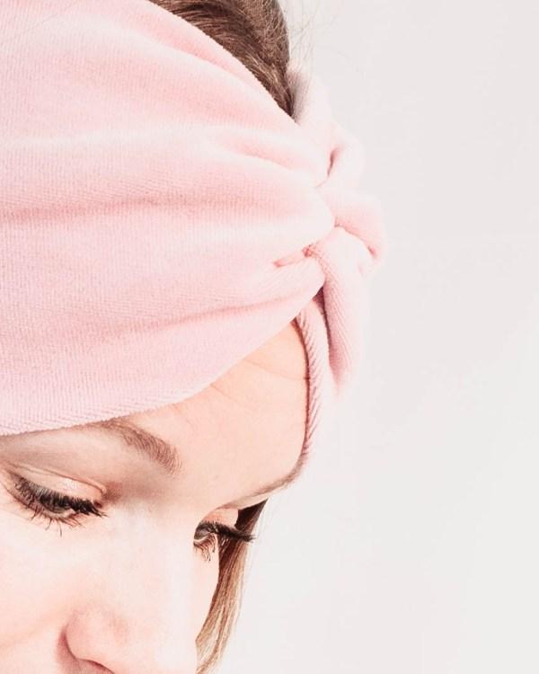 Nachhaltiges Stirnband RUFFLE LIGHT ROSE Biobaumwolle handgefertigt in Deutschland Nicky Rosa 7 <ul> <li>Handgefertigt in Deutschland</li> <li>100% Baumwolle (Bio)</li> <li>vegan</li> </ul>