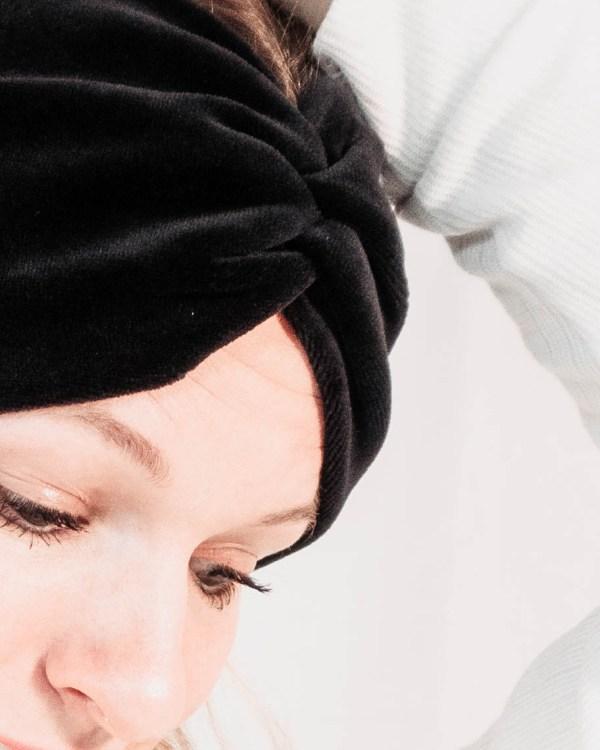 Nachhaltiges Stirnband RUFFLE Pure Black Biobaumwolle handgefertigt in Deutschland Nicki Schwarz 6 <ul> <li>Handgefertigt in Deutschland</li> <li>100% Baumwolle (Bio)</li> <li>vegan</li> </ul>