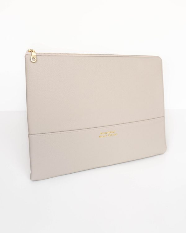 PURE-BEIGE-Laptophuelle-13-Zoll-14-Zoll-15-Zoll-Macbook-Air-made-in-Germany-vegan-leather-handmade-Manufaktur-Nicola-Marisa