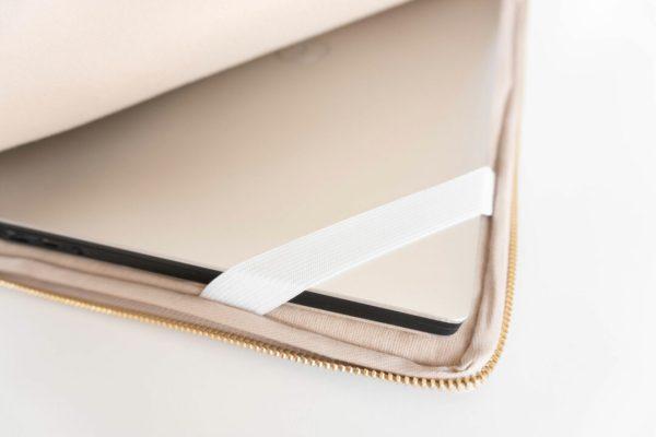 PURE-BEIGE-Laptophülle-13-Zoll-14-Zoll-15-Zoll-Macbook-Air-made-in-Germany-vegan-leather-handmade-Manufaktur-Nicola-Marisa