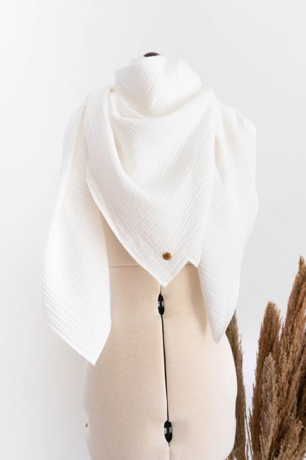 Musselintuch schal Damen aus Biobaumwolle handgefertigt in Deutschland Manufaktur Nicola Marisa Weiß creme