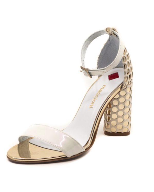 biało złote sandały wykonane ze skóry licowej z zabudowaną piętą i paskiem wokół kostki