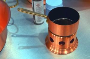 Manufakturen-Blog: Kleine Stielcasserole auf Stövchen von Weyersberg (Foto: Wigmar Bressel)