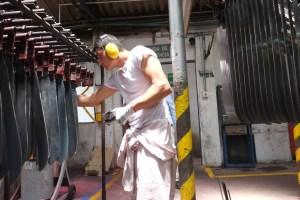 Manufakturen-Blog: INCOLMA Macheten aus Manizales Kolumbien - Zwischenkontrolle (Foto: Martin Specht)