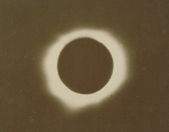 Total Eclipse of the Sun, January 24, 1925. Photograph by Fred Turner, 1925. Turner took his photograph at 175 North Street in Willimantic. The Connecticut Historical Society, X.2000.7.52.