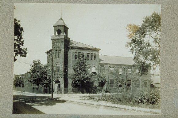 Billings & Spencer's main office was housed in a striking Romanesque Revival building, as seen in this ca. 1910 photograph. CHS X.2000.14.2