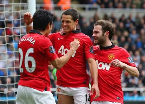 Chicha scoring the third goal against Newcastle