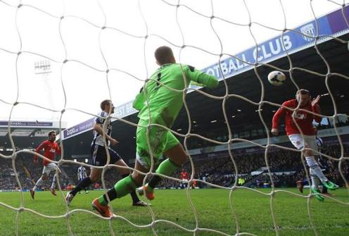 Rooney scores the second against West Brom (8 Mar)
