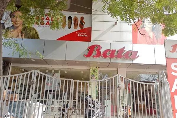 बाटा इंडिया के कानपुर जिला प्रबन्धक पर अलग अलग थानों मे तीन मुक़द्दमे दर्ज