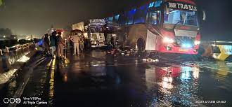 UP के बाराबंकी में 18 लोगों की लखनऊ-अयोध्या रोड पर भीषण सड़क हादसे में मौत