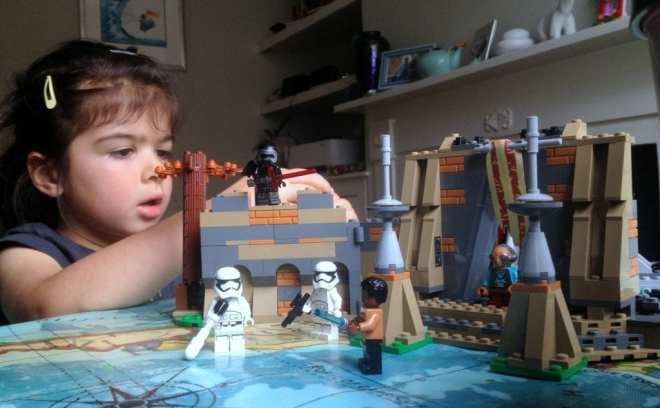 LEGO Star Wars- Battle on Takodana (75139) girl playing