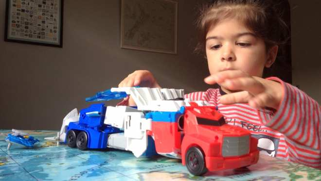 transformers-power-surge-optimus-prime-and-aero-bolt-figure-truck