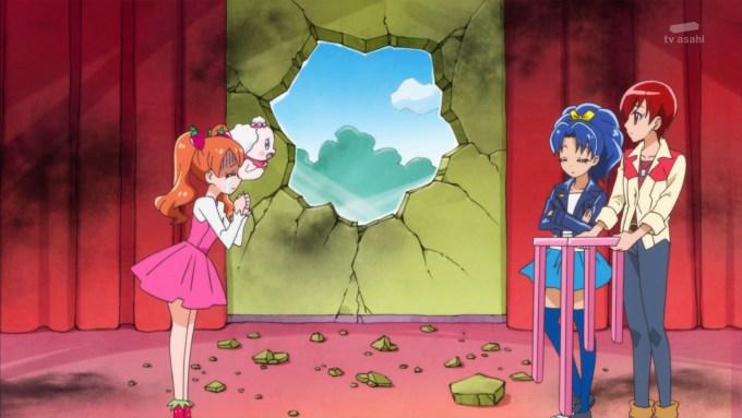 壁を壊す立神あおい(キラキラプリキュアアラモード9話画像)