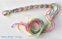 MAKING-FRIENDSHIP-BRACELETS