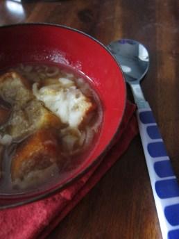 french onion soup w/ homemade croutons & melted gruyere cheese