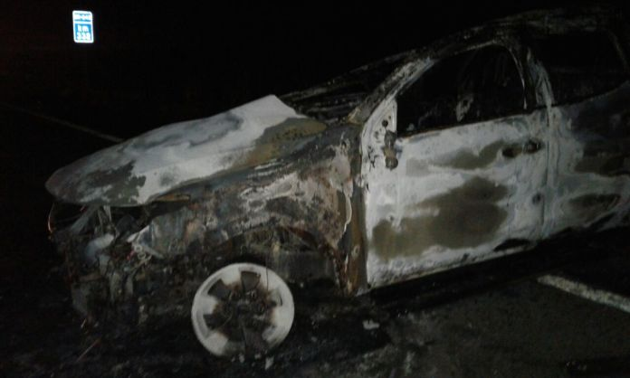 O veículo ficou totalmente destruido.