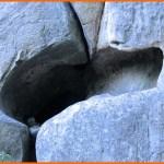 Жертовні заглибини на «тілі» скам'янілого Сокола Ярила.