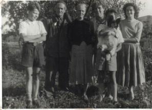 Łeba, od lewej: Franciszek i Domicela Sowa, pierwsza z prawej: ich córka Teresa.