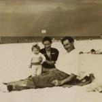 Feliksa i Franciszek Bieleccy z córką Anną na plaży w Łebie, 1951 (Pani Feliksa Bielecka)