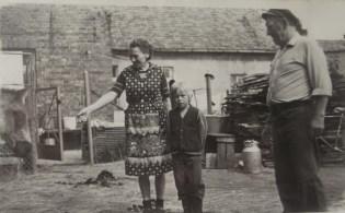 Wanda i Kazimierz Czerwińscy z wnukiem
