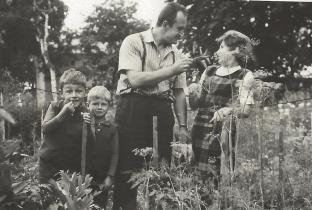 Stanisława i Eugeniusz Kielasowie z synami.