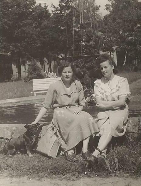 Gertruda Głuszko (z lewej)