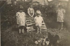 Ryszard Stachewicz z siostrami Teresą i Marylą i bratem Lechem (Wszyscy skądś pochodzimy: rodzina Stachewiczów)