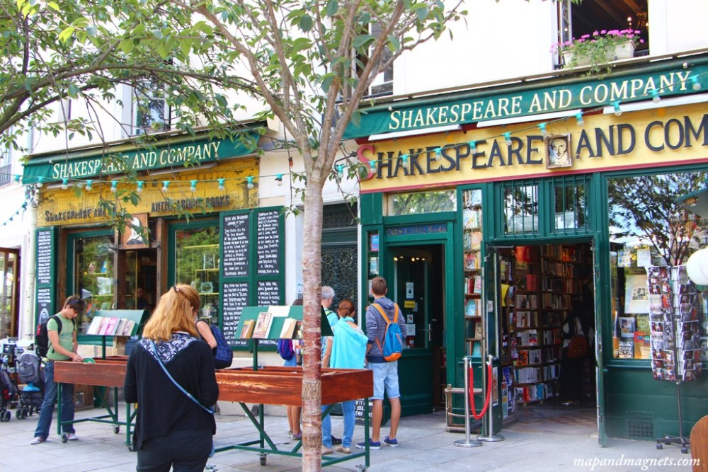 shakespeare-and-company-paris-outside