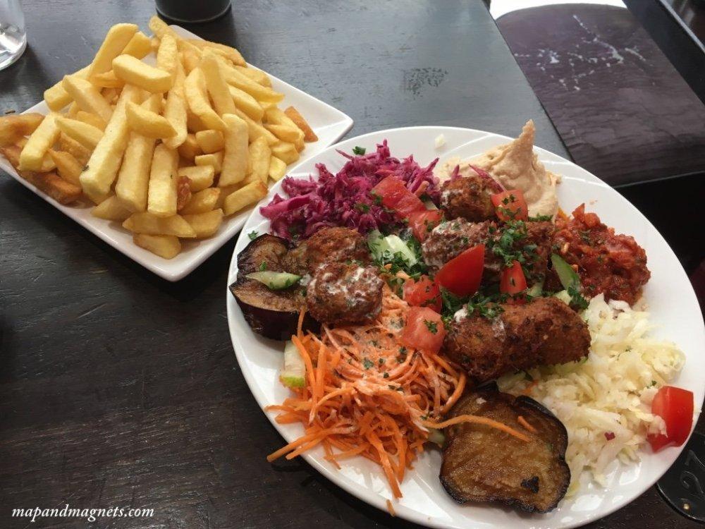 chez-hanna-falafel-platter-paris
