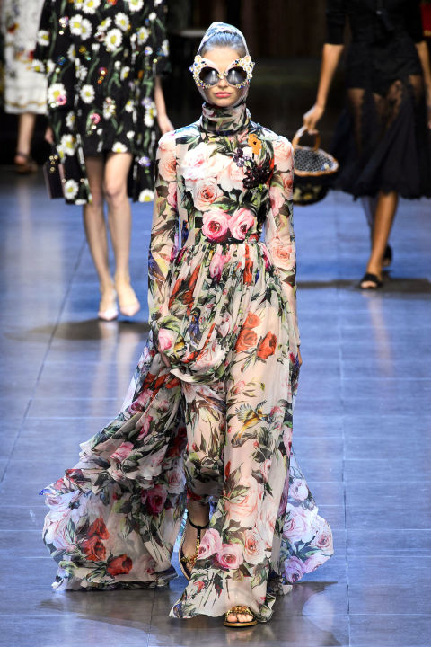 gallery-1445708931-hbz-dolce-spring-trends-floral
