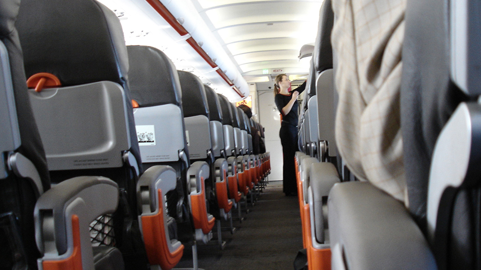 The Possible Benefits of Picking the Middle Seat via @maphappy
